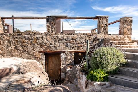 Casa-cueva a orilla del río a 50km de mina clavero