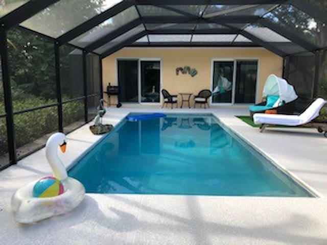 Comfy Pool Cottage