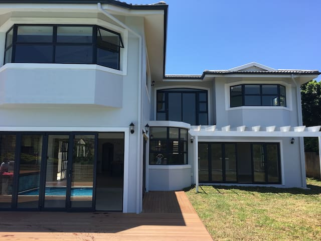 Farm to Beach - Margate - House