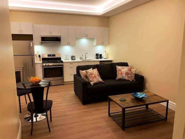 Private 1-bedroom suite in West Vancouver