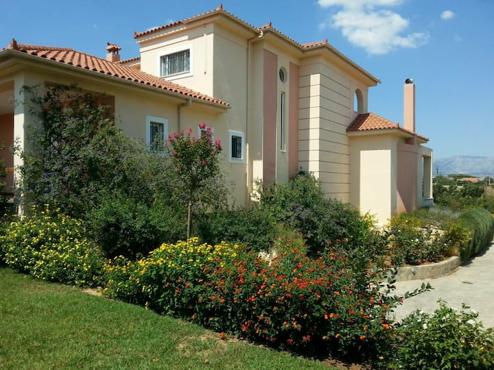 Luxury Villa with pool 15 minutes from Airport