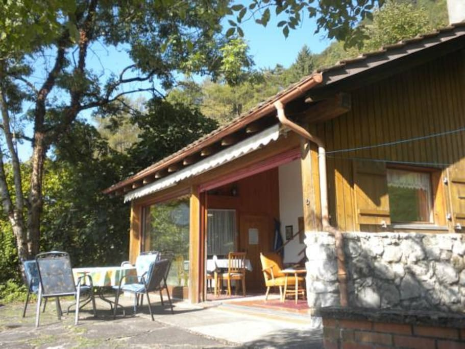 Detached chalet in  large, elevated grounds in private holiday residence, located... Allein stehendes Haus auf großem Grundstück  in privater Feriensiedlung,...