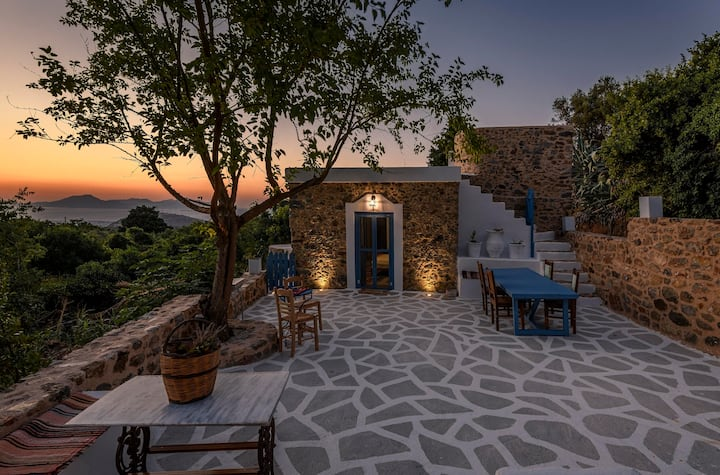 The aegean blue country house (the old milos )