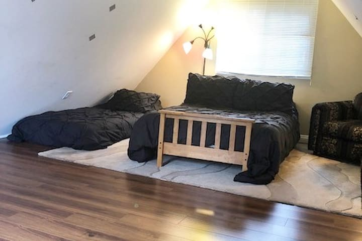 Loft bedroom ( 2 floor)