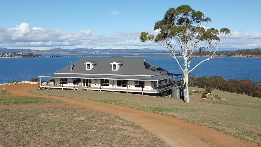 Shark Point House 180° Water views - Penna