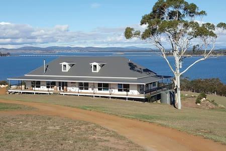 Shark Point House 180° Water views - Penna - Dům