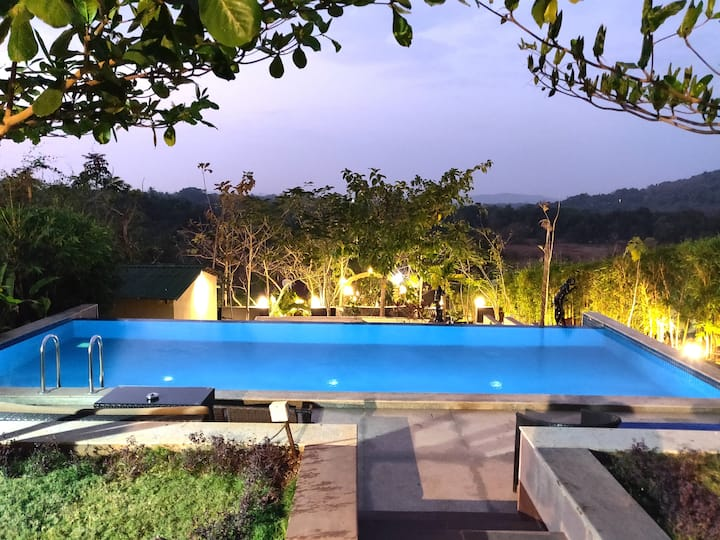 Rock Forest 5 BR Cottage Villa with Jacuzzi & Pool