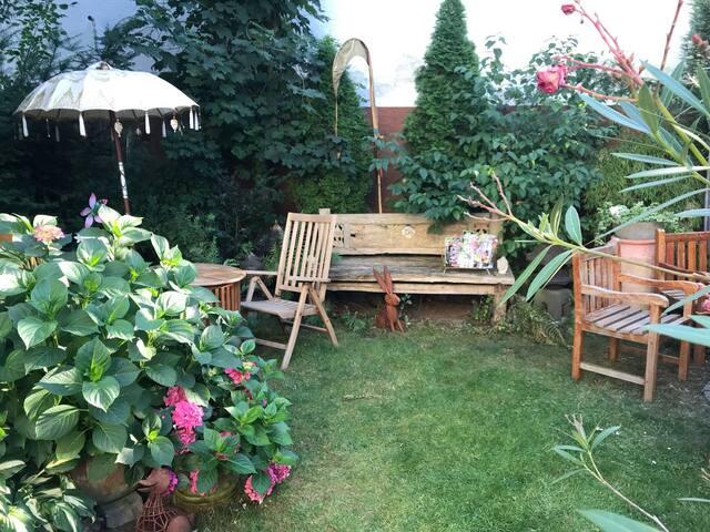Zeit zum Entspannen im Hof-Garten