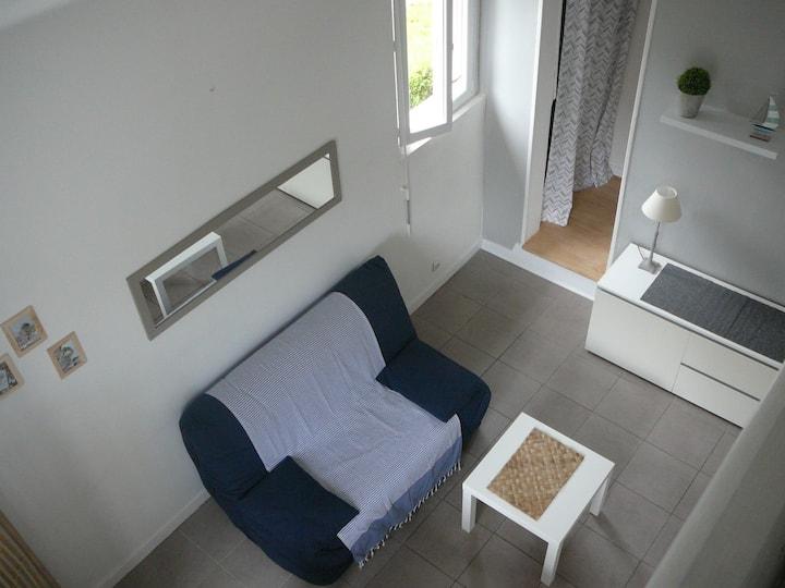 studio t1bis meublé dans les pins , centre Baule