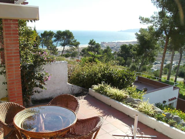 Charming villa with stunning views - L'Estartit - Huis