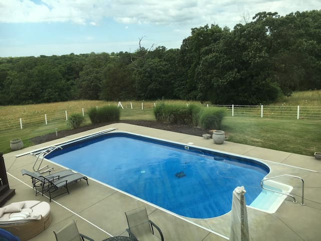 Contemp home pool/spa/privacy 22 ac business ready