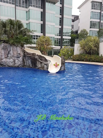 Slides pool