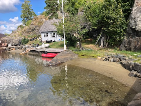 Cottage with 30 meters shoreline in Åbyfjord