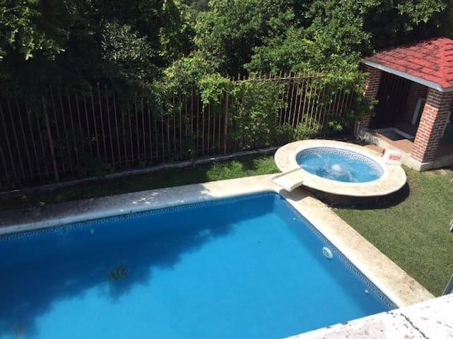 Casa en Fraccionamiento Lomas de Cocoyoc, Morelos - Cocoyoc - Casa de férias