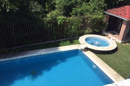Casa en Fraccionamiento Lomas de Cocoyoc, Morelos - Cocoyoc - 度假屋