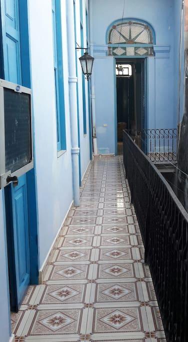 Pasillo de acceso a las habitaciones.