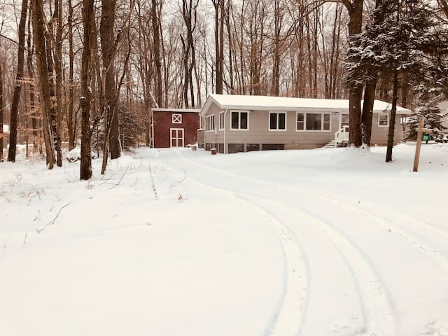 Serenity Lakeview Cottage~Close to 3 Ski Resorts!