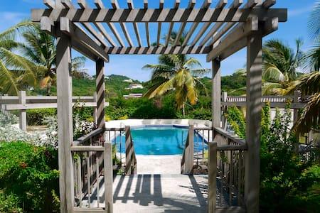 3 bedroom luxury - Villa Carouge - Cap Estate - Gros Islet
