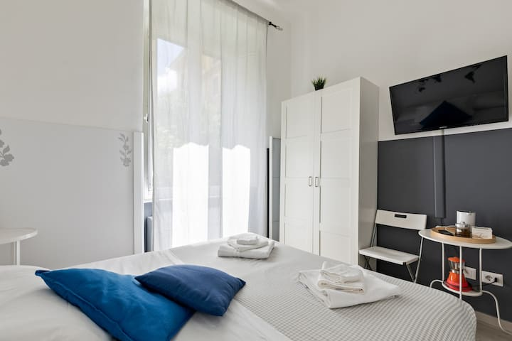 Cozy Room with two single beds near Vatican City