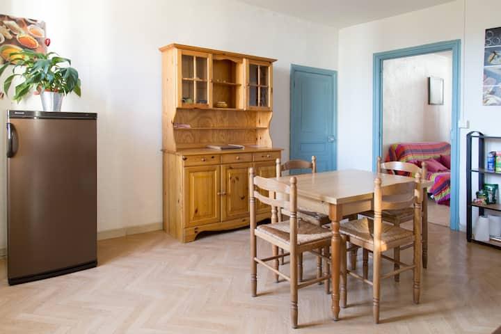Rustique: Appartement F3, spacieux et bien équipé.