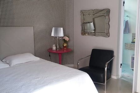 Quarto no Amendoeiras - Belo Horizonte - Bed & Breakfast