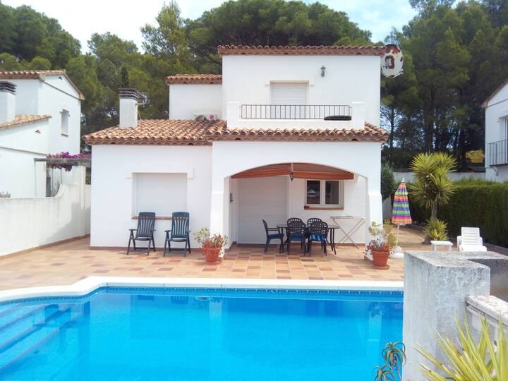 Beautiful villa - private pool and great outlook