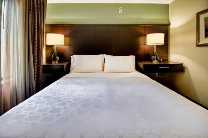 Welcoming Suite Two Double Beds At Madison