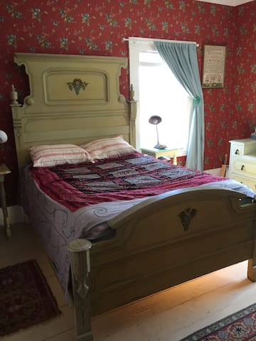 The Victorian room; in town, 1/2 hour to Acadia