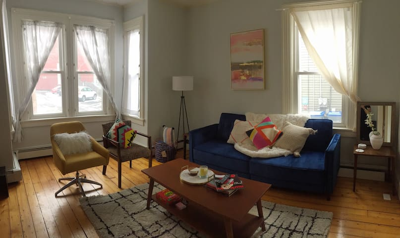 1 Bdrm in Shared Sunny Historic Modern Flare Apt