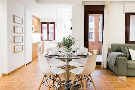 Apartment Design Marbella, Diseño cerca de Puerto Banús y para Cuatro personas