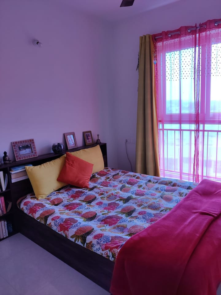 Single room in a 2bhk appartment complex with wifi