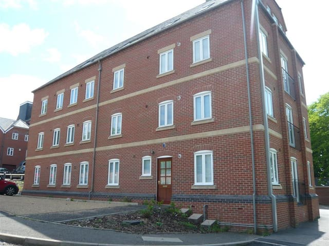 Ground floor 2 bed Apt (pvt entrance/free parking) - Leicester - Pis