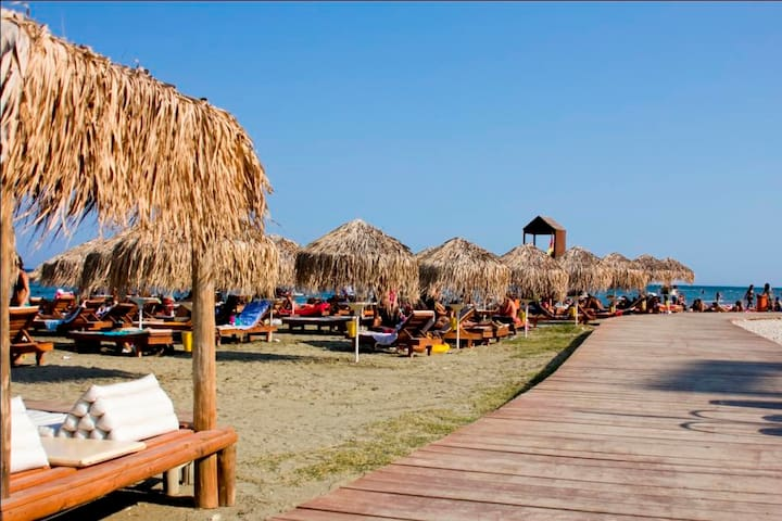 Private room by the sea!!!Free covered parking! - Larnaca - Pis