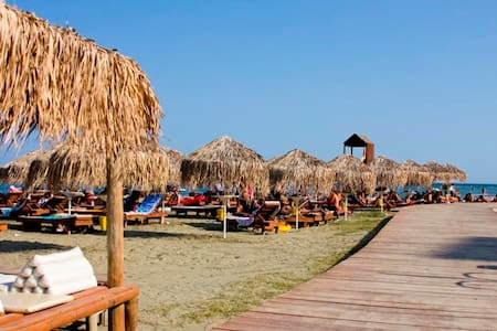 Private room by the sea!!!Free covered parking! - Ларнака - Квартира