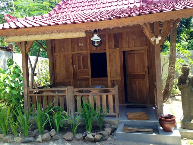 Yoga retreat in the Jungle Close to the beach.  2 - North Lombok Regency