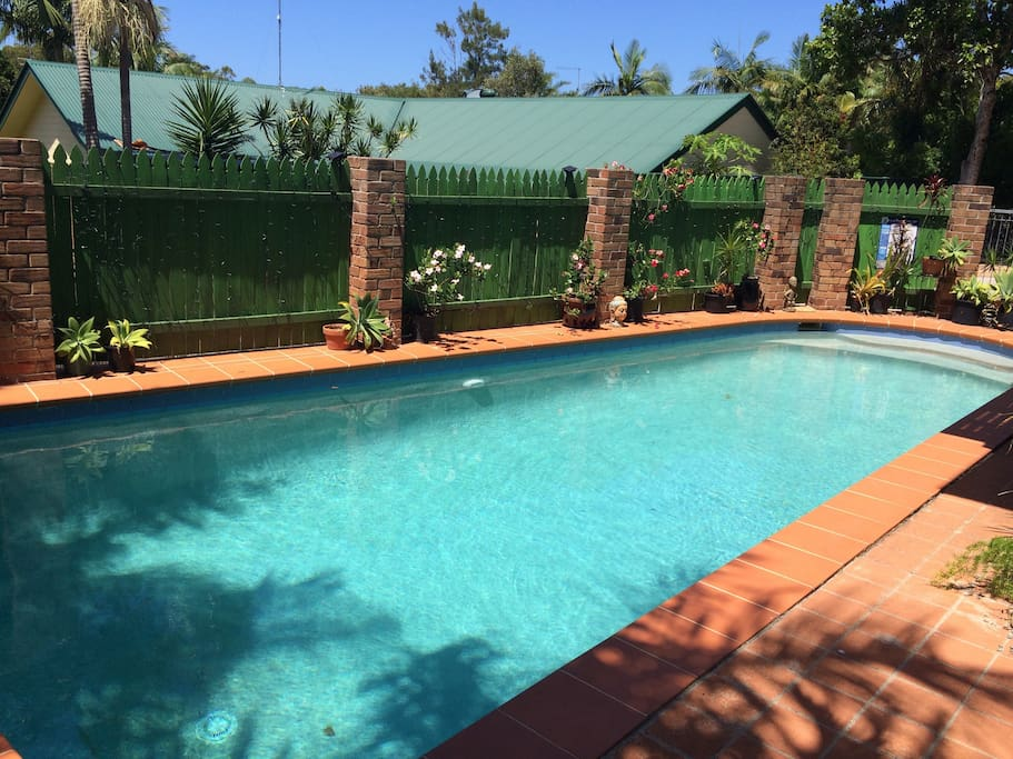 Relaxed Pool Side Pad Apartments For Rent In Suffolk