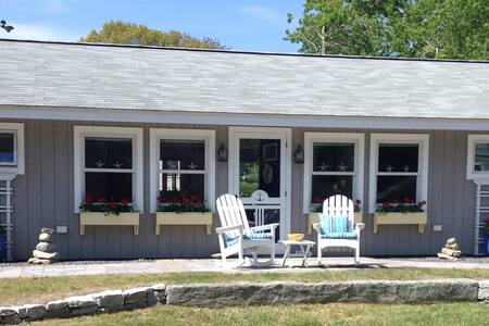Walkable Boothbay Harbor Home with Cottage