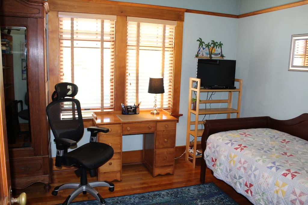 Writing desk, cable TV and Wi-Fi access.
