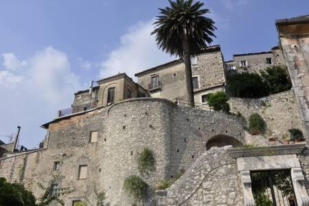 Bedroom in House, Shops, Cafes, Train- Rome,Amalfi - Guardia Sanframondi - Reihenhaus