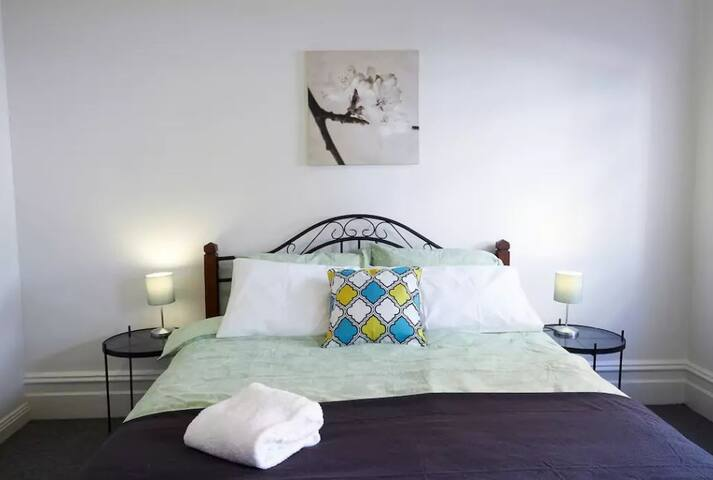 Beautiful Large  Bedroom 3 in Leichhardt