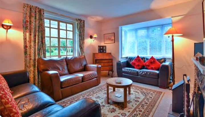 Traditional 1930s Self Contained Cottage - Burwash