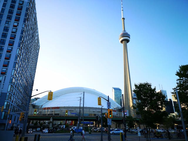 Short walk to CN tower and Rogers Centre