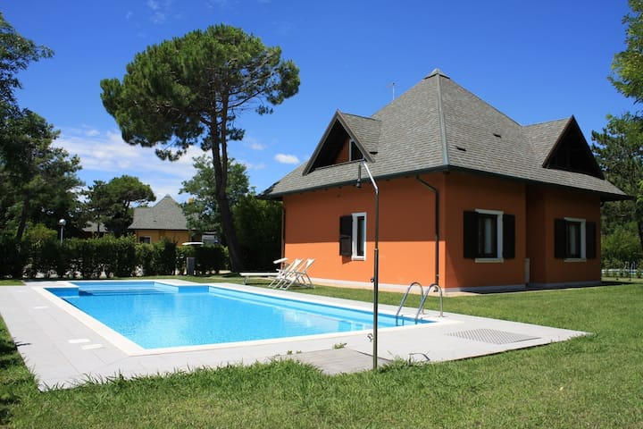 House for 8+2 pers with pool in Albarella R31316