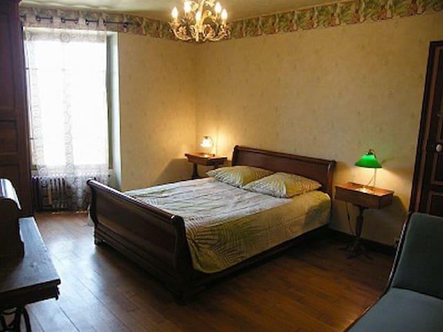 chambre 2ème étage 1 lit double