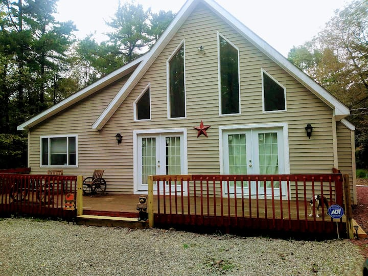 Beautiful Chalet in Poconos Mountains Pet friendly