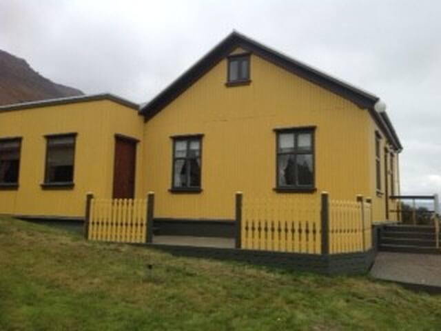 Blómsturvellir Holiday Home Súðavík - Súðavík - Maison