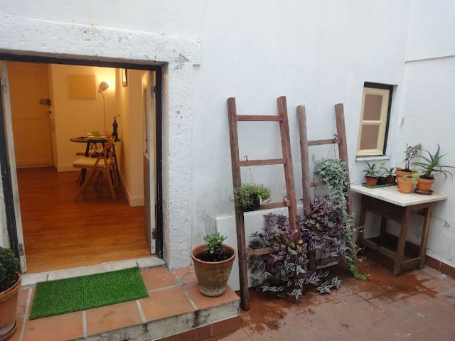 Cozy studio apartment- Alfama