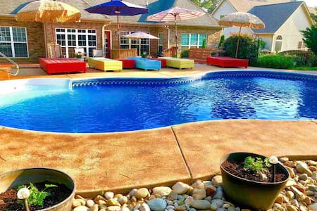 California King & Bath w/private pool & breakfast