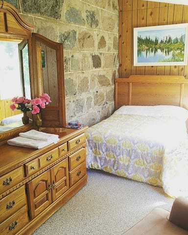 Bella's Castle Bed & Breakfast Stone Wall Room