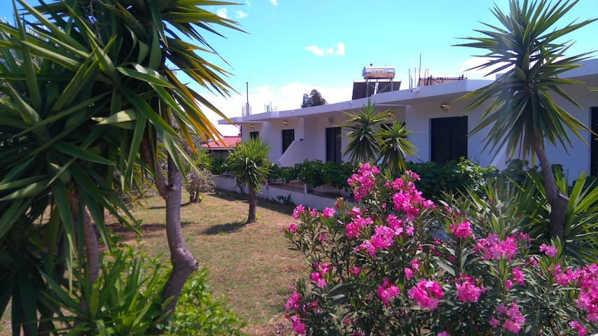 Fully equipped apartments in a quiet area - Rodos - Huoneisto